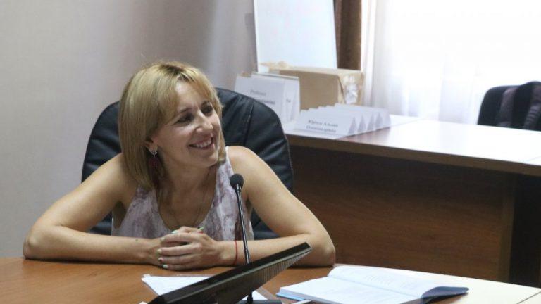 Галина Шумицька під час круглого столу в УжНУ