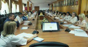 Через діалог до консенсусу: в УжНУ відбувся круглий стіл, присвячений мовній ситуації в Закарпатті