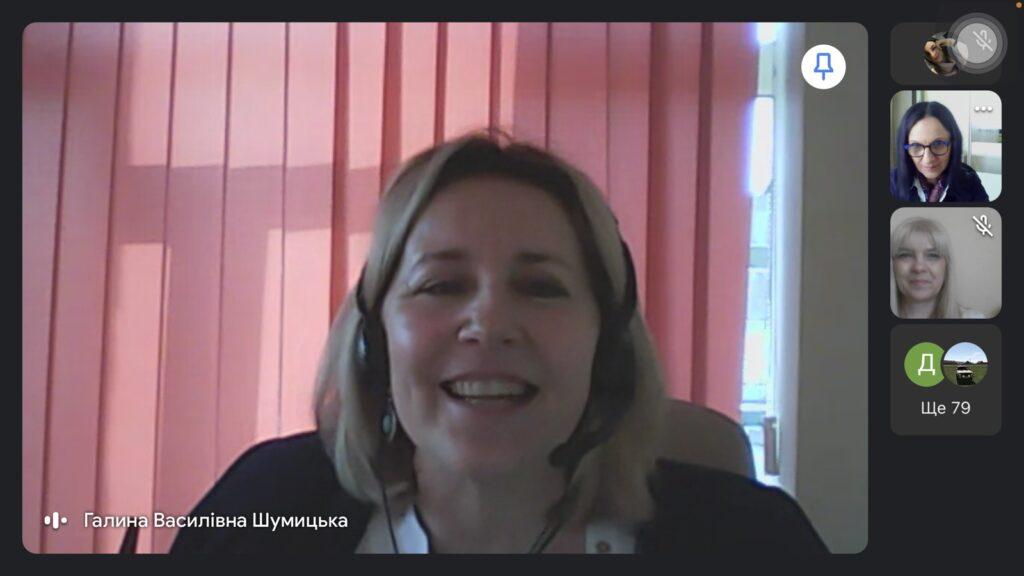 Учасників вітає Галина Шумицька